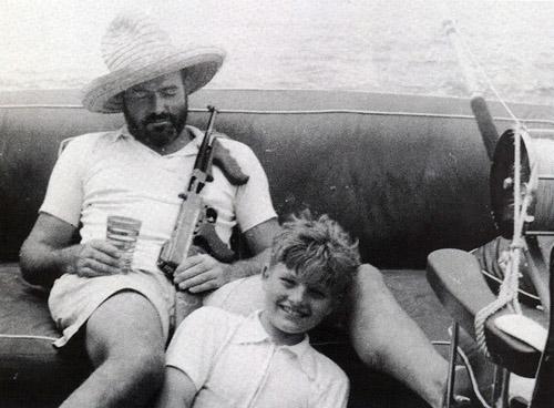 https://inktank.fi/wp-content/uploads/2012/09/Hemingway-fishing-with-a-gun.jpg