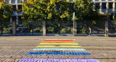Russian_Embassy_in_Helsinki,_LGBT_pavement