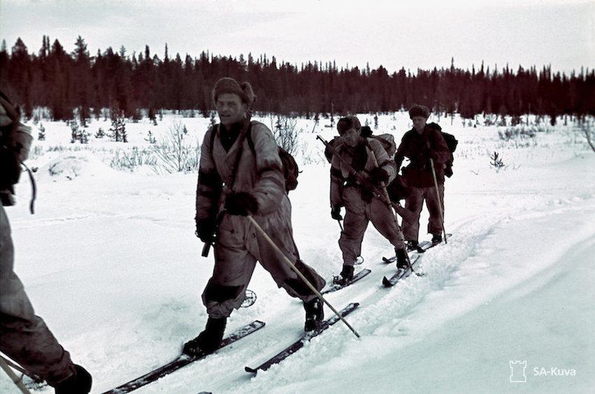 650 - Hiihto-osasto matkalla. Ski patrol on the move.Petsamo, Kukkesjaur. April 14, 1942.