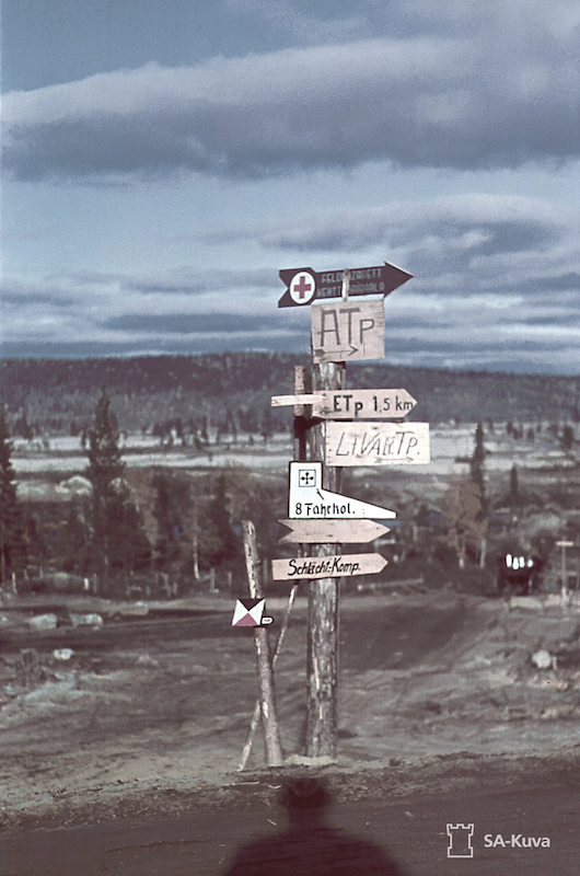 Road signage at the crossroads of the western shore of Kotikoski. Alakurtti (Salla). September 26, 1941.