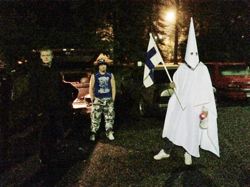 Police confirmed the presence of 30 - 40 protesters opposing the arrival of asylum seekers in Lahti. One of them wore the robes of the white supremacist movement the Ku Klux Klan.