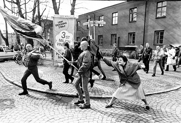 A woman hitting a Neo-Nazi with her handbag in Sweden