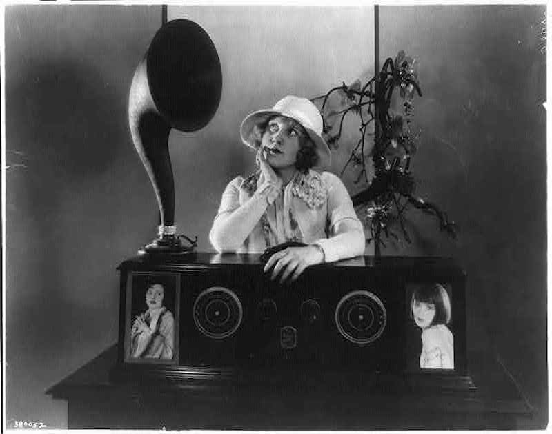 Radio broadcast in the 1920s