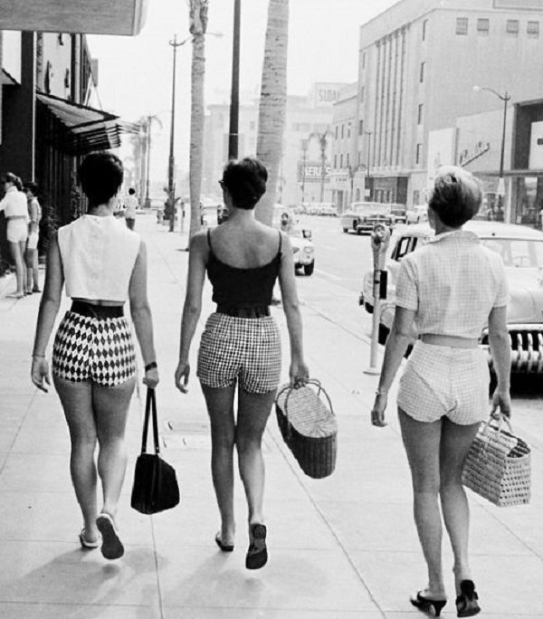 50s women walking down the street