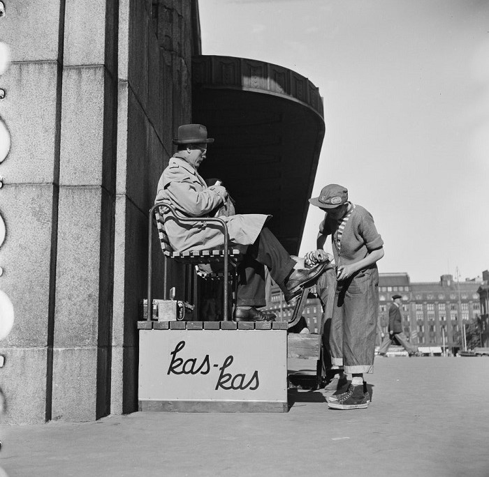 shoe cleaning in the 1950's, Helsinki