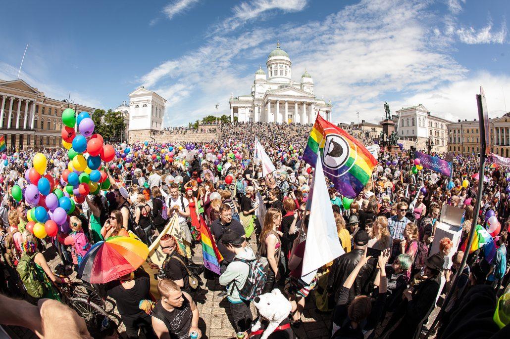 helsinki-pride-2015-senate-square-alejandro-lorenzo