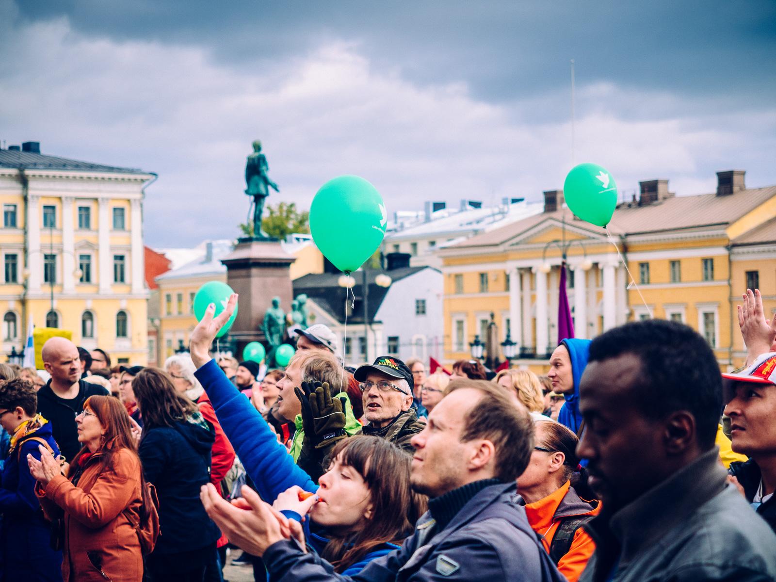 peli-poikki-anti-racist-march-12