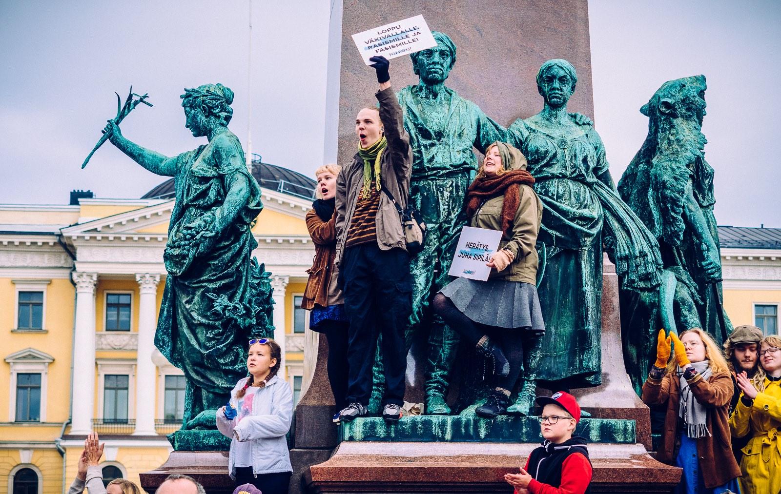 peli-poikki-anti-racist-march-15