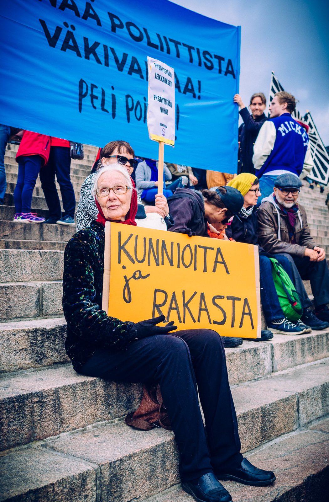 peli-poikki-anti-racist-march-16