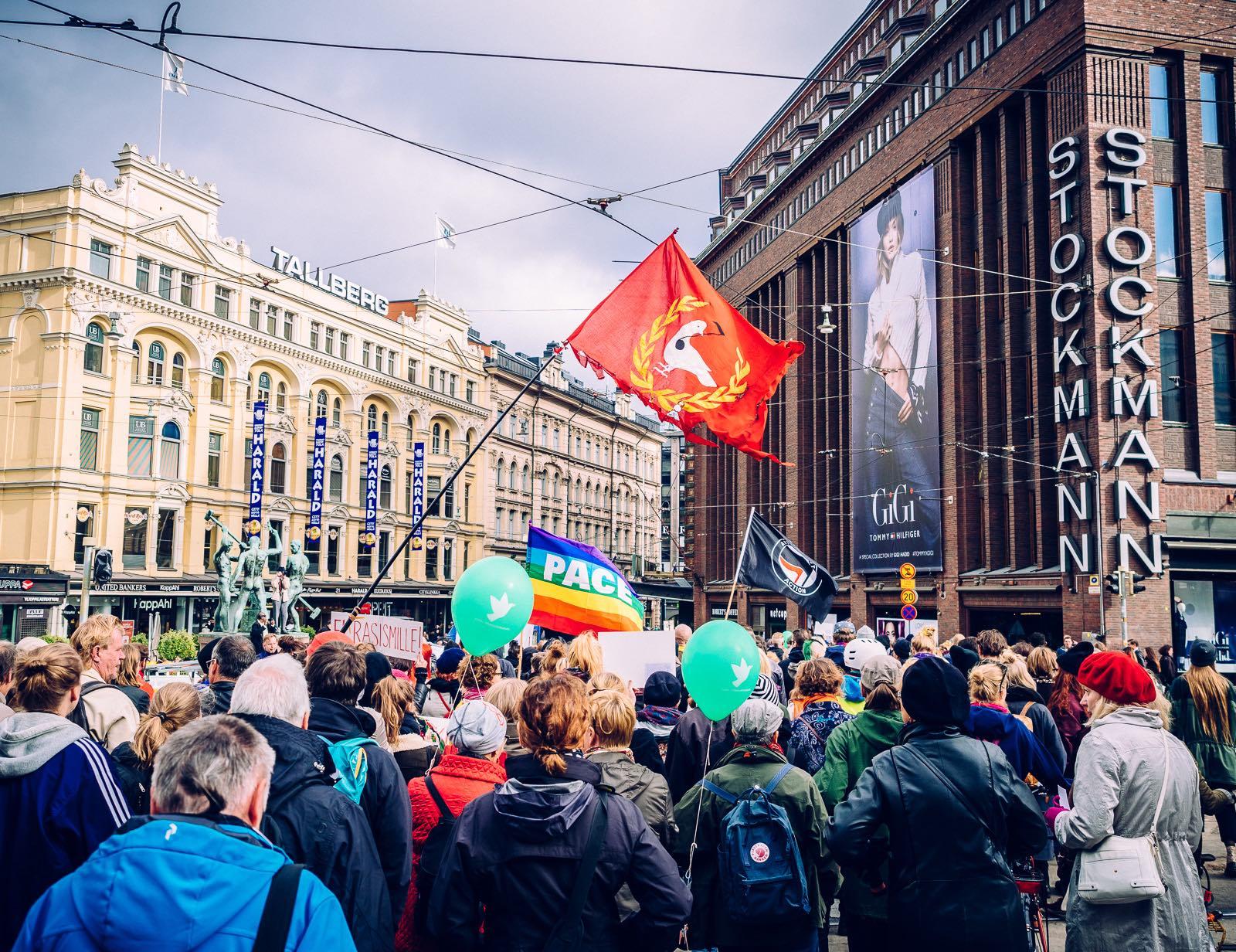 peli-poikki-anti-racist-march-2