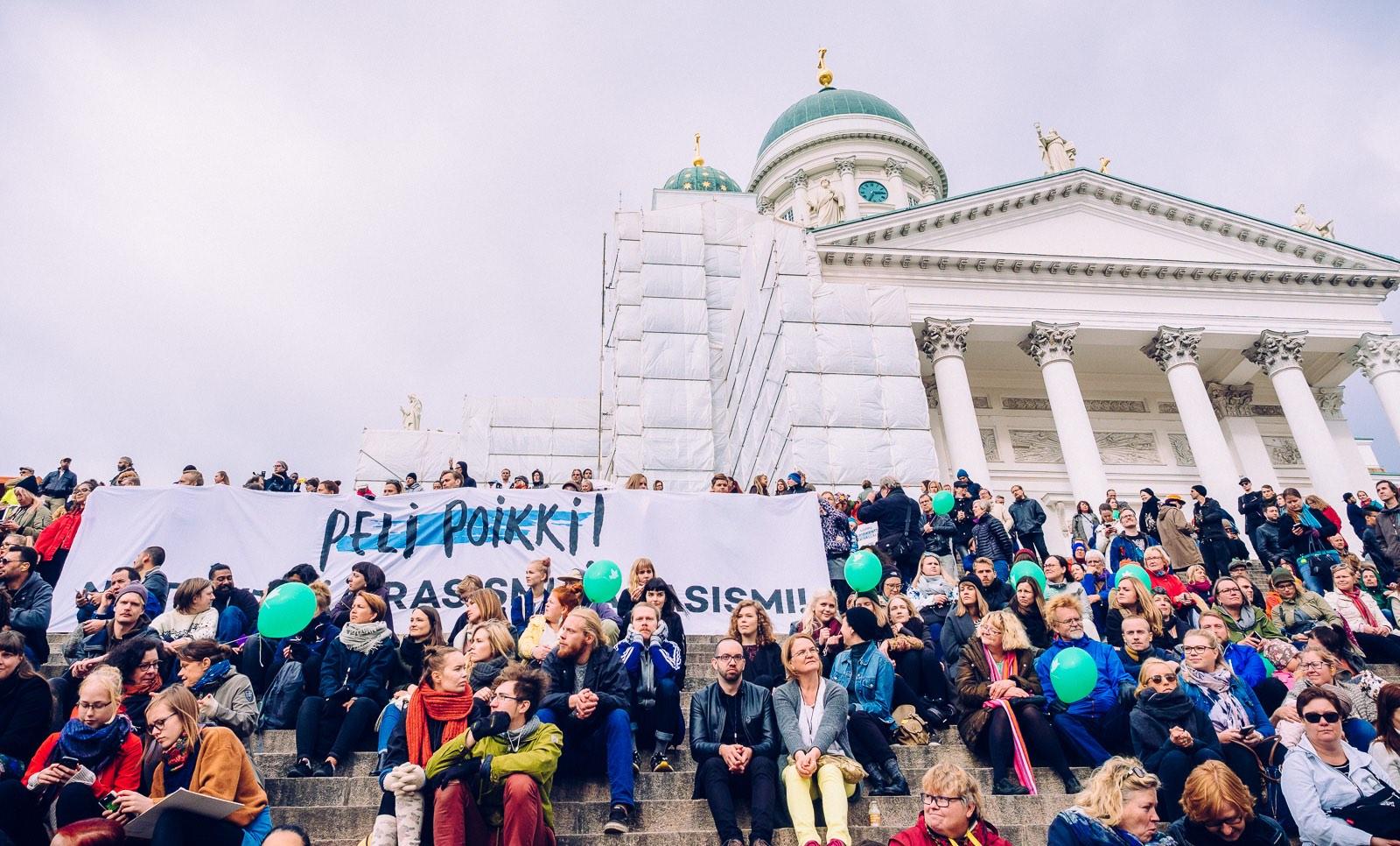 peli-poikki-anti-racist-march-8