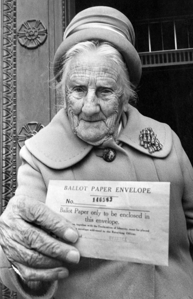 UK European Communities Membership Referendum, 1975, also known as the Common Market referendum, was held on 5th June 1975, to gauge support for the country's continued membership of the European Economic Community. Our Picture Shows, Referendum Day, 5th June 1975. Mrs Anna Williams aged 102, personally delivers her Yes Vote to Swansea's referendum returning officer. (Newscom TagID: mrpphotos352008.jpg) [Photo via Newscom]