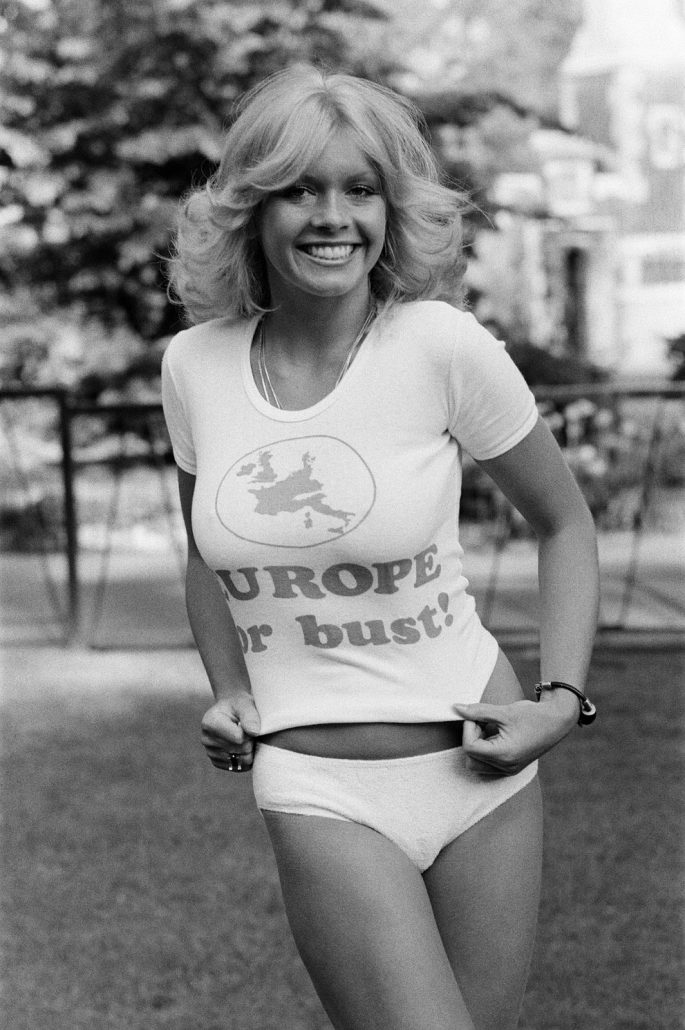 Beverley Pilkington, 22 year old model from Essex, wearing Pro Europe white tee shirt with the slogan, Europe or bust? 19th May 1975. Pictured ahead of referendum (5th June 1975) to gauge support for the country's continued membership of the European Economic Community. (Newscom TagID: mrpphotos351852.jpg) [Photo via Newscom]