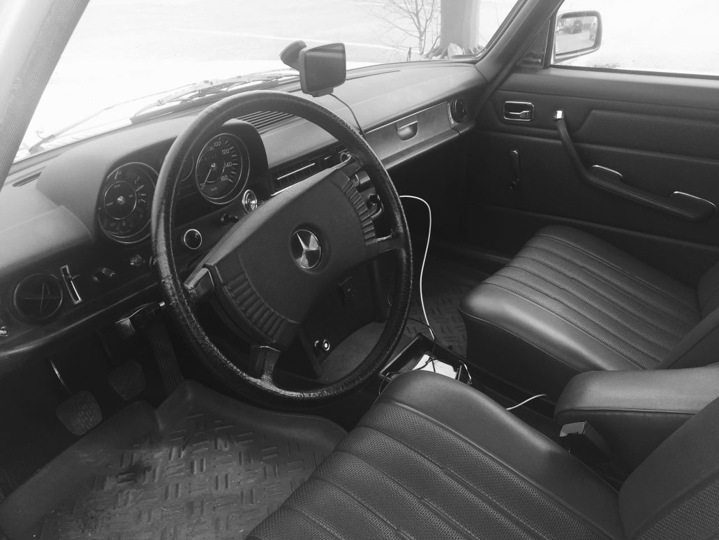 Driver's seat/interior shot of Mr. Takamaa's Mercedes-Benz '73 W 115.