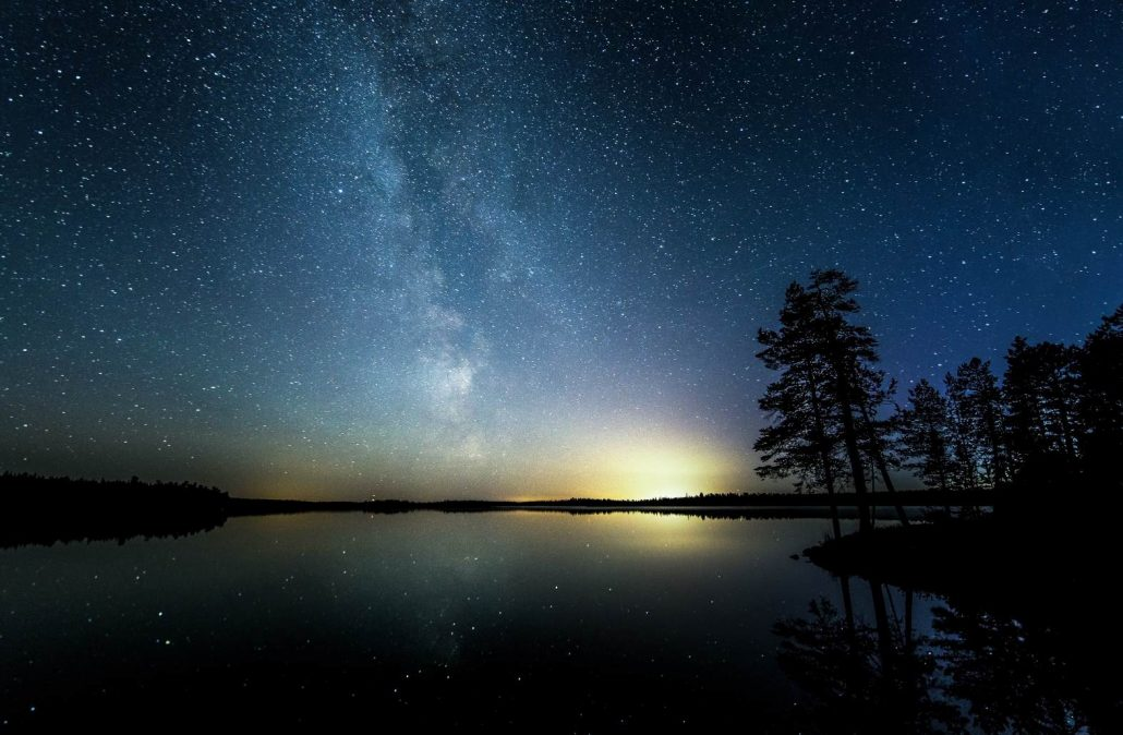 Jani Ylinampa: stars reflecting in lake
