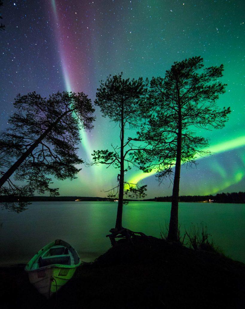 Jani Ylinampa: Northern lights by lake