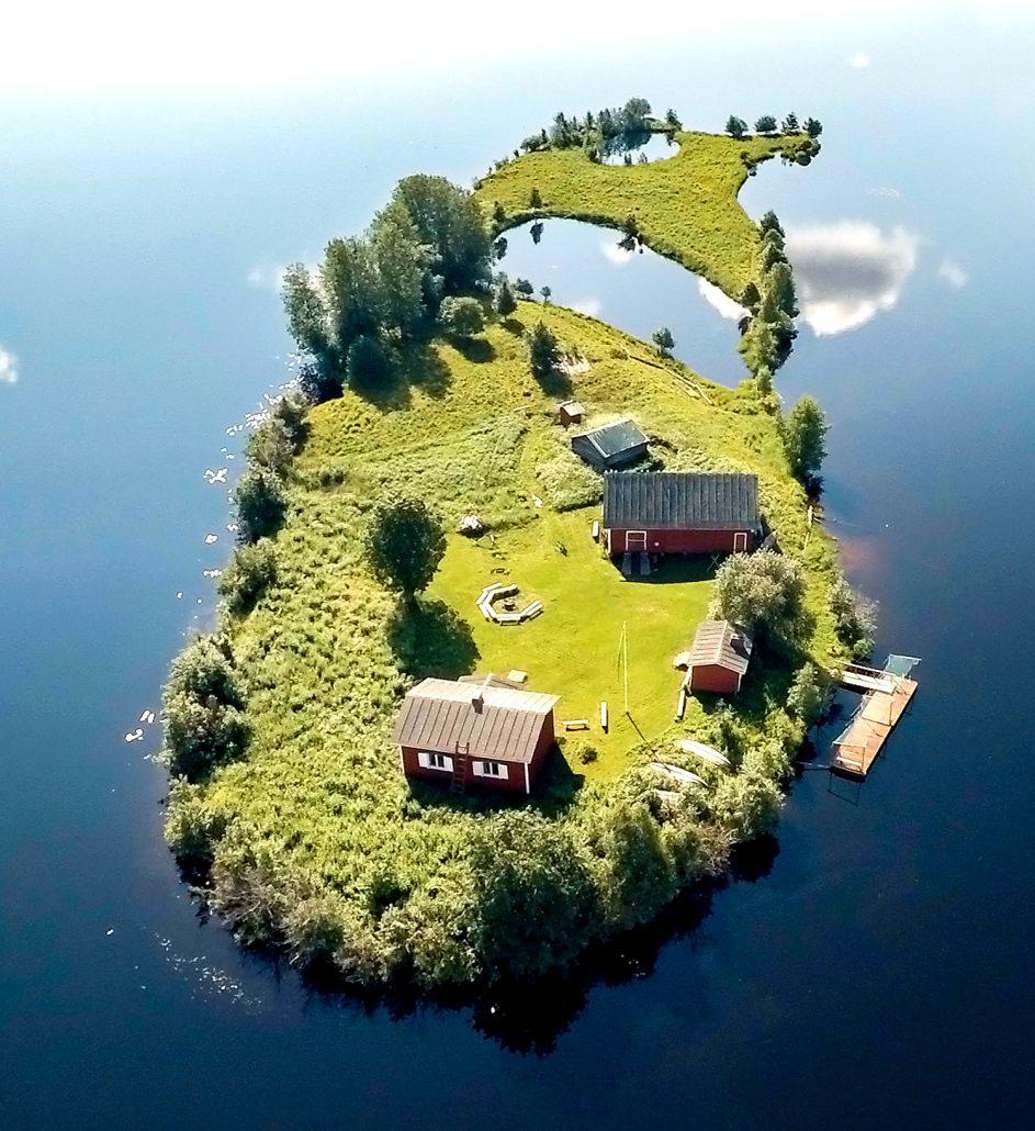 Jani Ylinampa: summer photo of small island near ROvaniemi